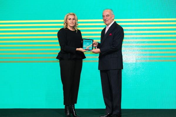 Илона Станева, директор Маркетинг и реклама - Fibank получава наградата